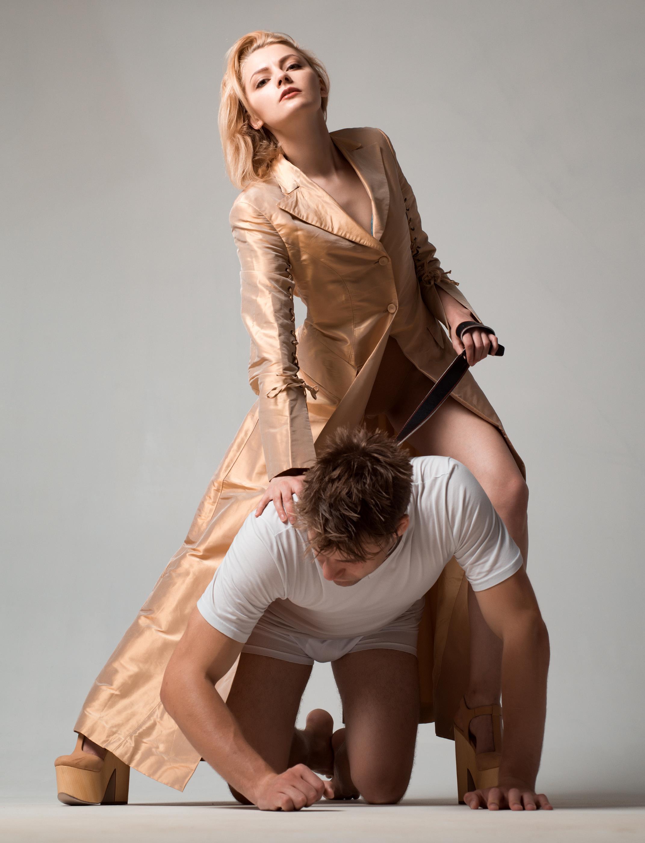 Женская доминация над парнями смотреть